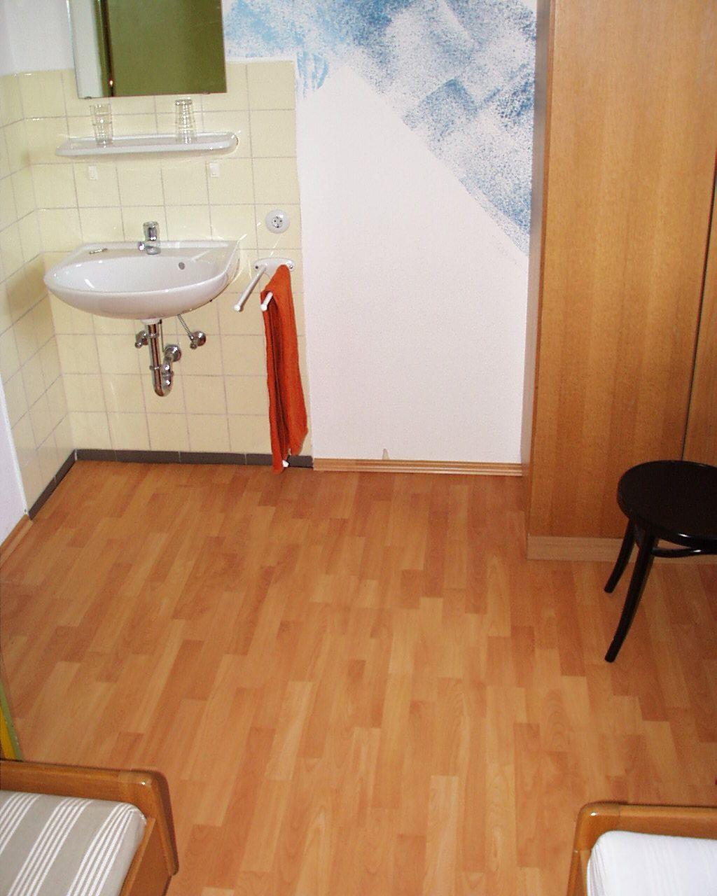 laminat im flur verlegen awesome finden sie den idealen flurboden with laminat im flur verlegen. Black Bedroom Furniture Sets. Home Design Ideas